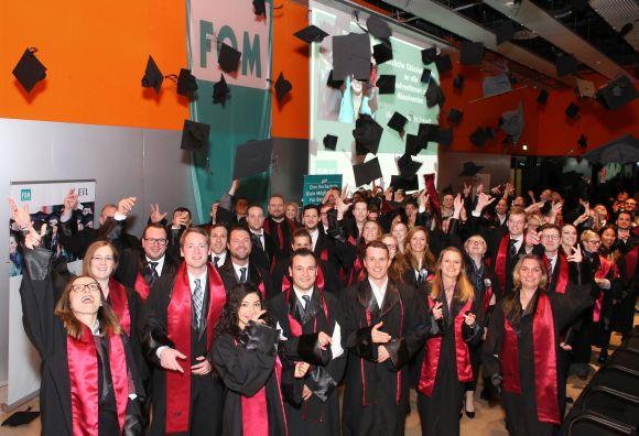 Feierstunde auf Zollverein: 150 Master-Absolventen freuen sich über ihren Studienabschluss