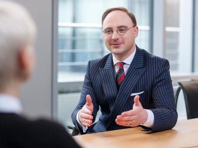 Berufsbegleitend Management studieren und Führungsfähigkeiten ausbauen