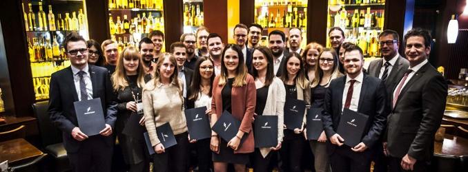 Frankfurt School verabschiedet Bankfachwirte in Koblenz