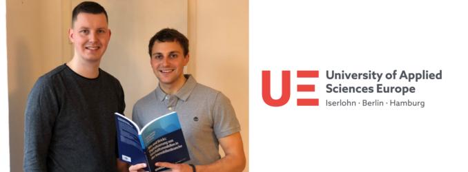 UE Master Absolventen veröffentlichen Buch mit ihrem Professor